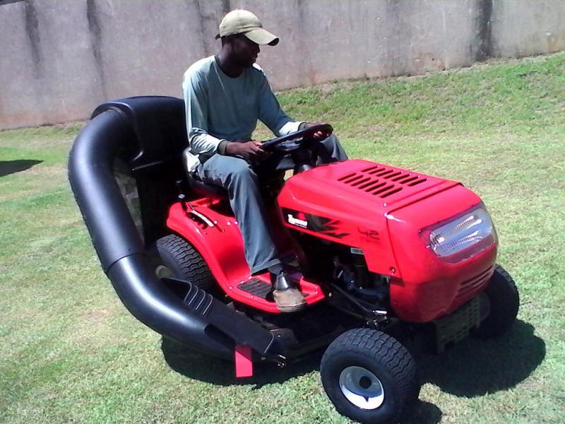 Como escolher o seu trator cortador de grama